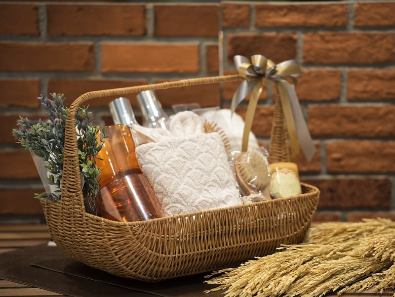10 Best Gift Packs and Gift Baskets to Give Away for Easter or Any Holiday!