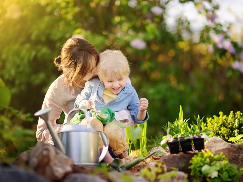Mother's Day Gift Guide: Gifts for Moms Who Love Gardening