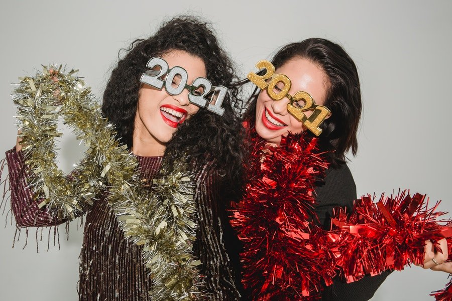 5 Fun New Year's Eve 2021 Party Themes