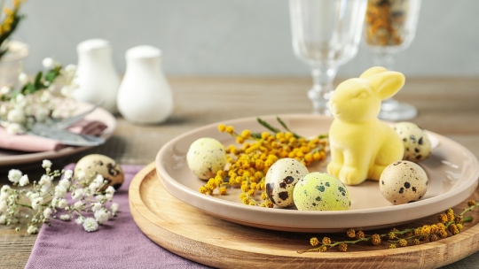 Easter Essentials for Kitchen and Dining: Floral Accessories for Spring