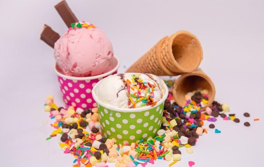 Ending the Summer Season with an Ice Cream Bar Party